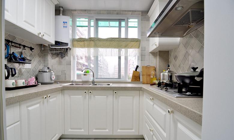 简约美式厨房装饰U型白色橱柜效果图