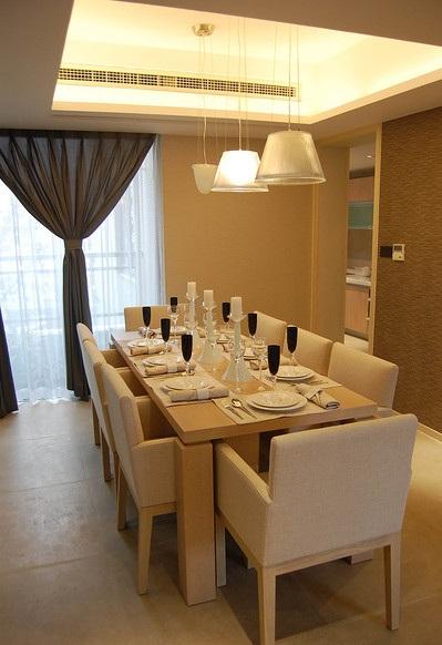 温馨现代简约餐厅八人西餐桌效果图