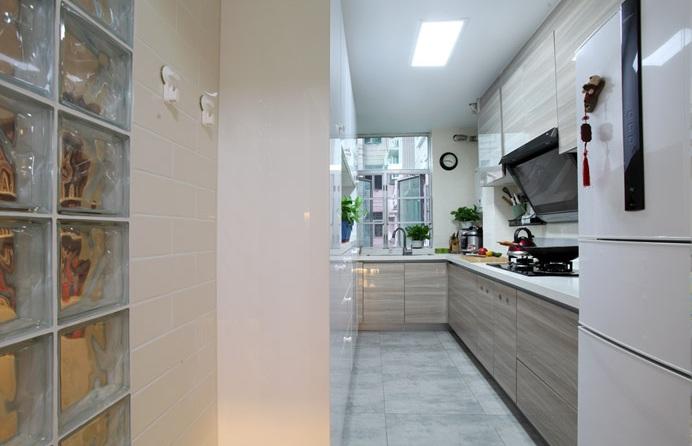 简洁明亮现代小户型厨房设计
