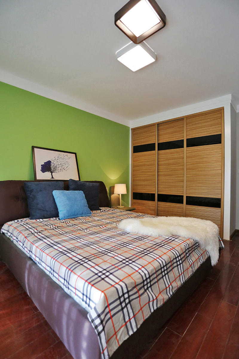 时尚现代公寓卧室订制衣柜设计图