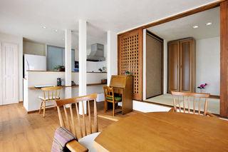 现代实木日式装修风格小户型二居室内装潢图