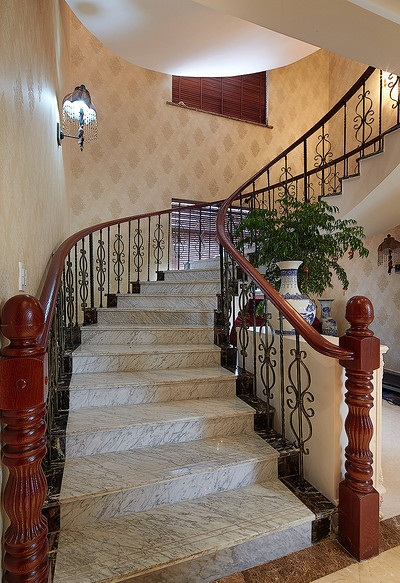 古典豪华欧式别墅楼梯护栏设计