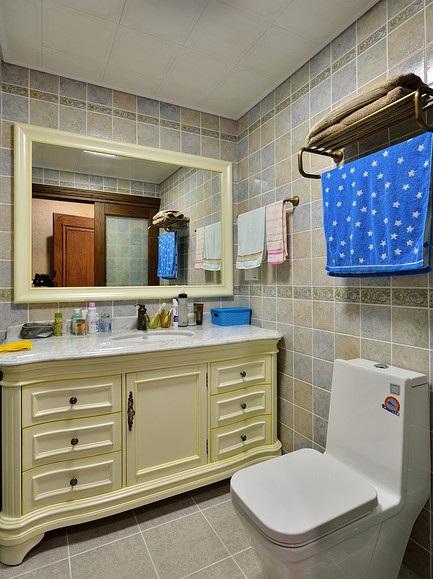 复古简约美式卫生间洗手台装修效果图