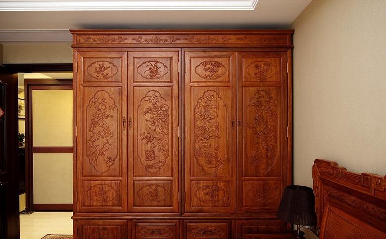 古典中式风格家居红木衣柜装饰效果图