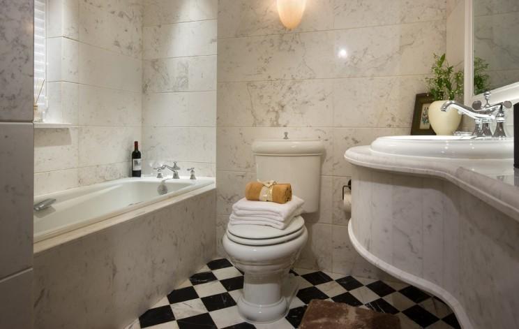 大理石现代卫生间装修效果图