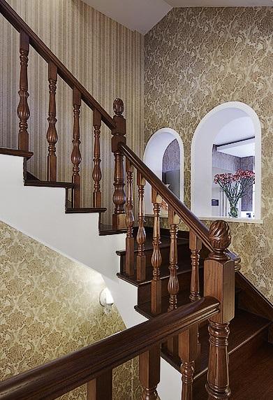 大气古典欧式别墅实木楼梯装潢效果图