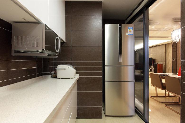 现代美式风格厨房玻璃移门隔断装饰图
