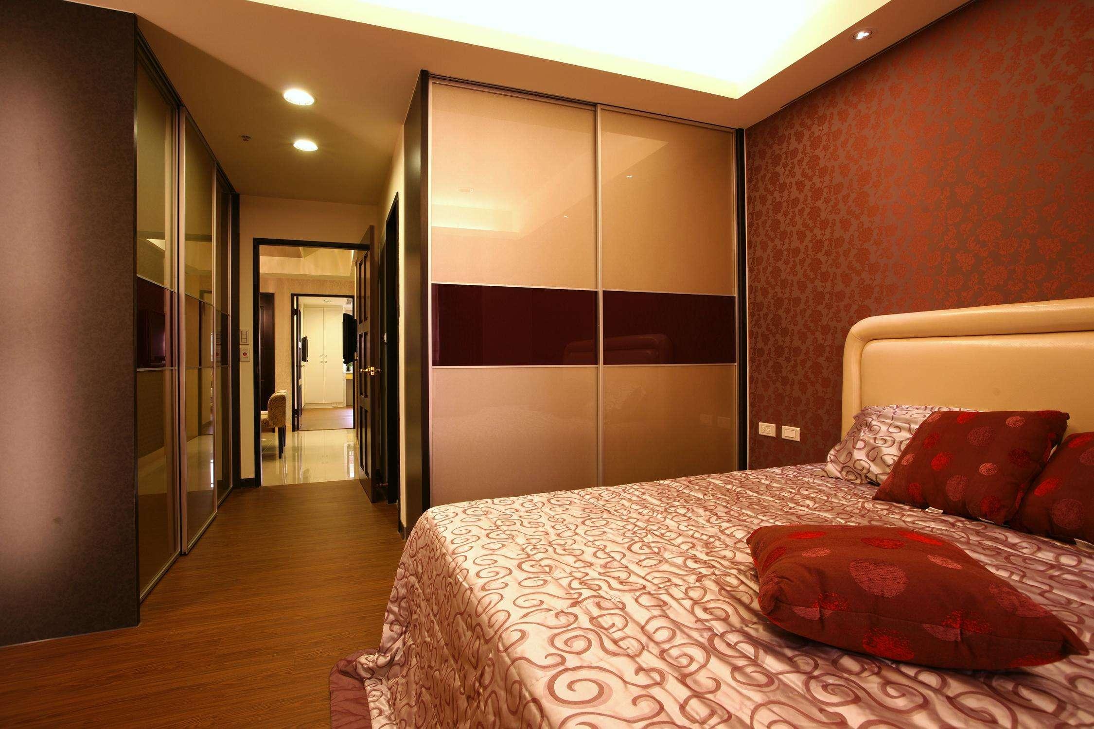 温馨复古美式设计卧室过道效果图