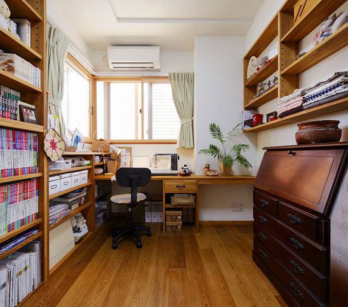 简约复古日式装潢原木书房效果图