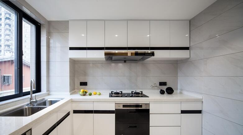黑白简约厨房装饰效果图