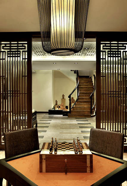 新中式休闲室镂空实木隔断家装设计效果图