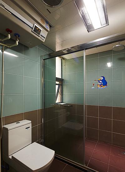 美式复古怀旧风卫生间玻璃移门隔断设计