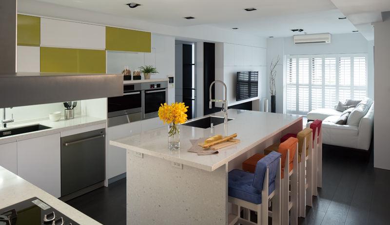 简约清新宜家厨房实木沙发椅配置大理石吧台效果图