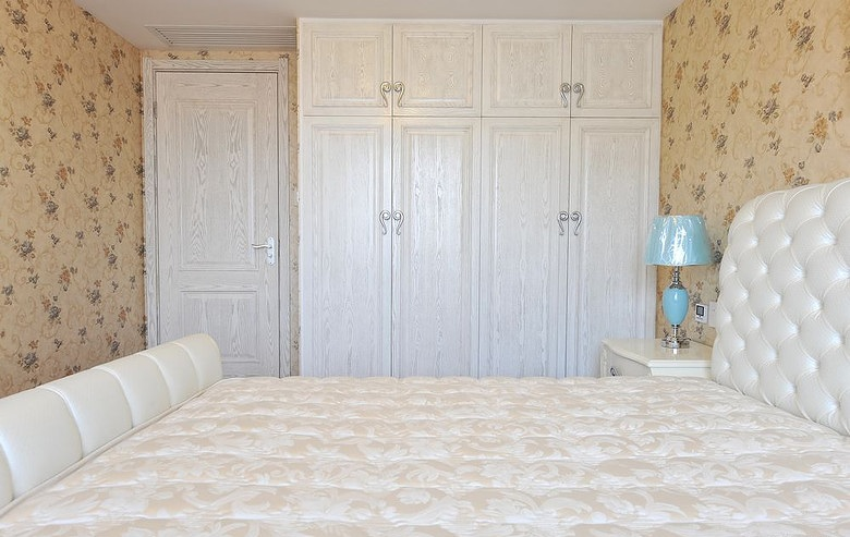 简约欧式卧室白色原木衣柜设计图