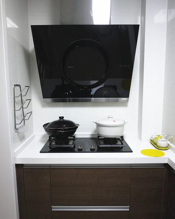 现代简约厨房油烟机安装图