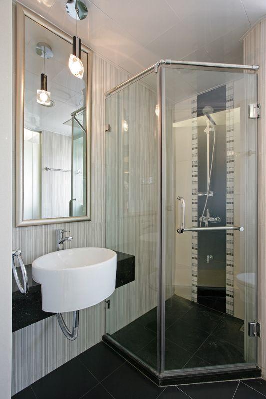 简约现代风卫生间淋浴房效果图