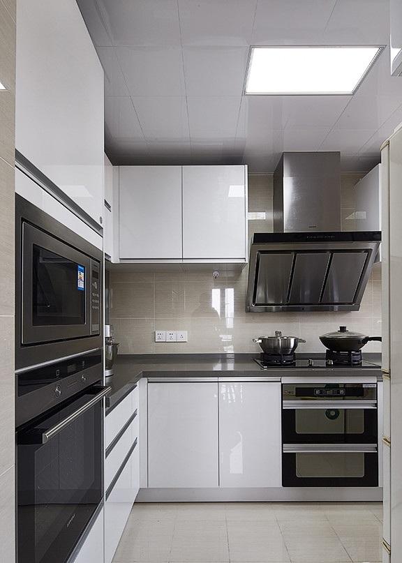 白色纯净简欧厨房装修效果图
