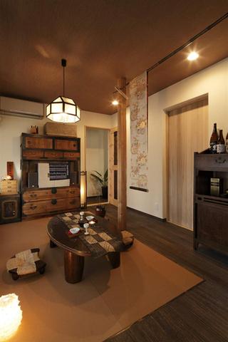 古朴日式风格三居室内吊顶效果图