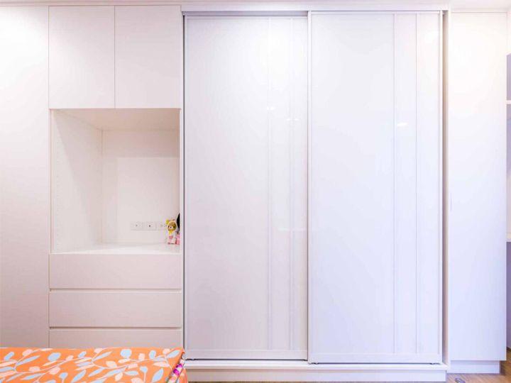 简约现代卧室纯白衣柜效果图