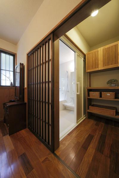 温馨实木日式洗手间过道装饰效果图