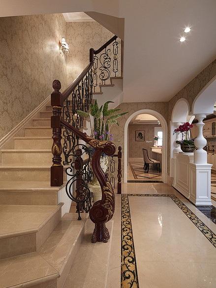 华丽精致欧式风别墅玄关楼梯效果图