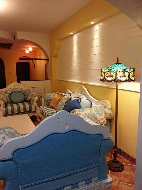 温馨浪漫欧式田园客厅沙发背景墙效果图