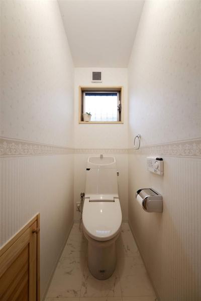 简约日式小卫生间马桶设计