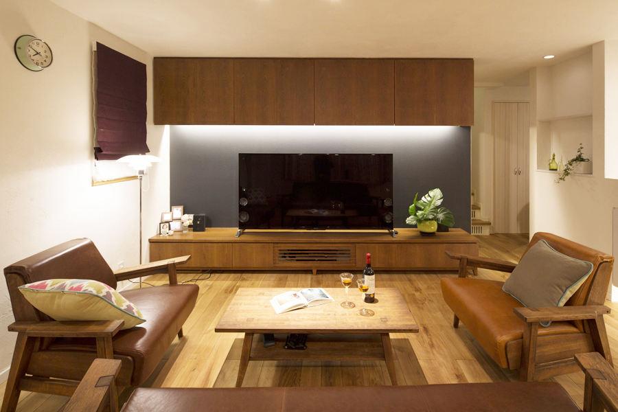 宜家北欧风客厅实木电视背景墙设计欣赏
