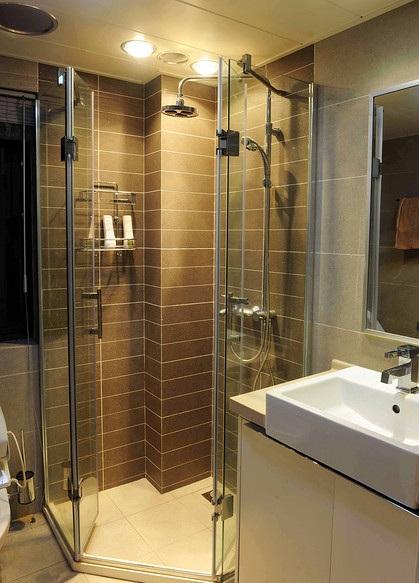 现代咖啡色瓷砖装饰卫生间淋浴房效果图