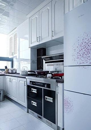 白色明亮简约整体厨房设计装修图