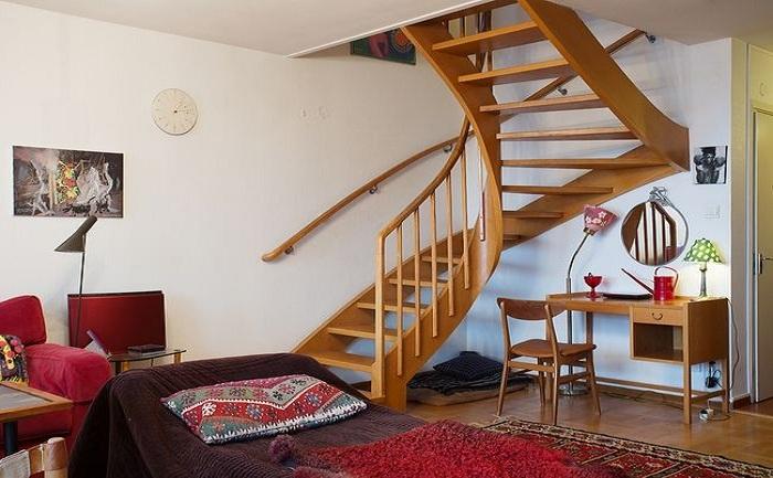 个性田园风格复式原木旋转楼梯效果图