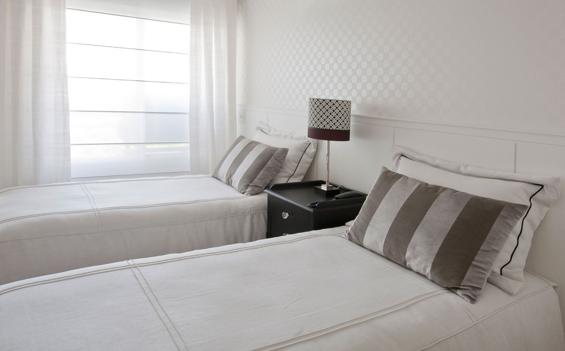 白色简约北欧双人房卧室效果图