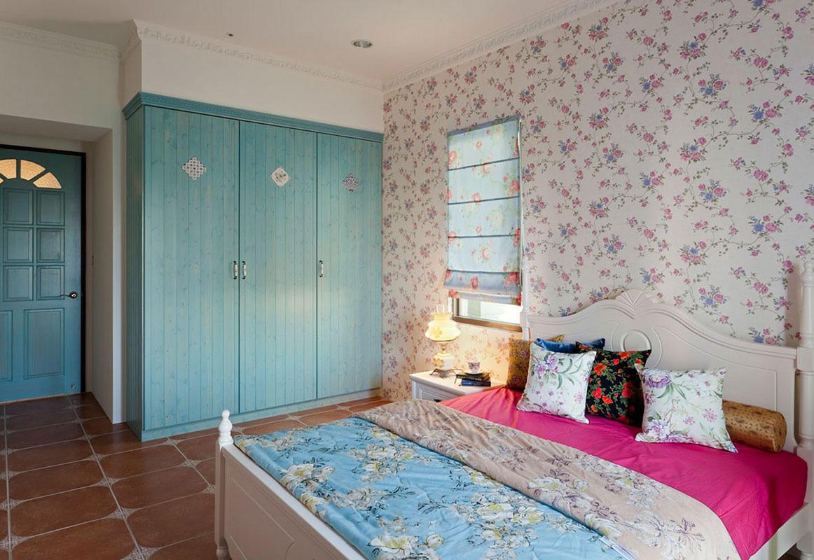 碎花田园设计卧室天蓝色衣柜效果图