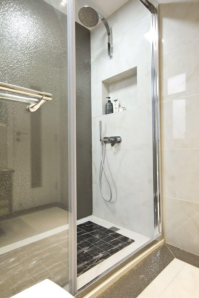 时尚现代风卫生间淋浴房隔断效果图