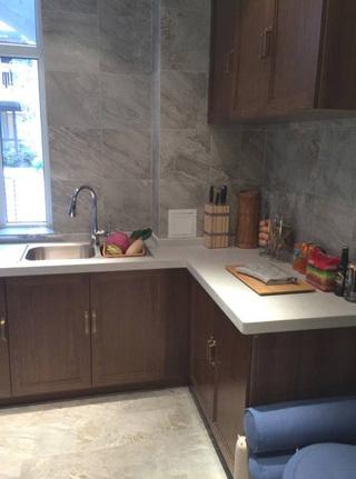 传统家装中式厨房橱柜装饰效果图