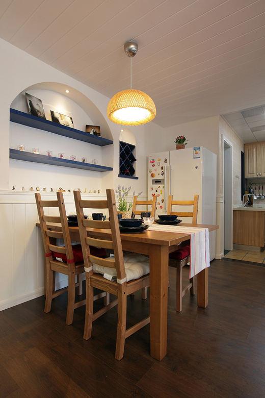 复古地中海风格餐厅实木餐桌图片