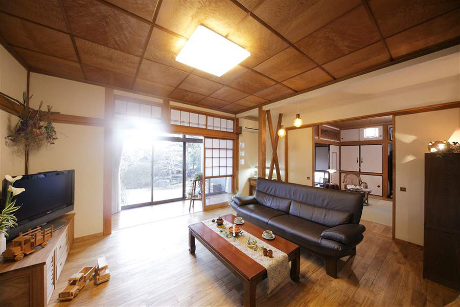 原木色日式风格二居室内装饰图