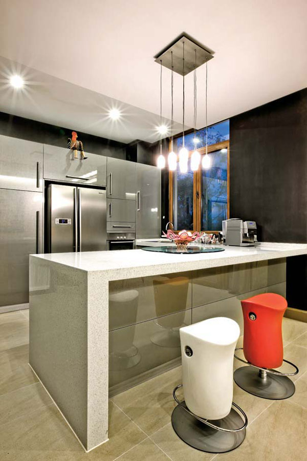 现代简约厨房大吧台效果图