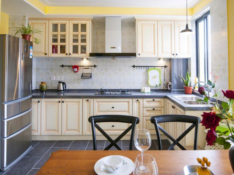 复古欧式设计厨房餐厅一体橱柜效果图