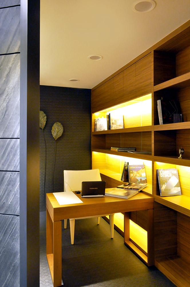 艺术潮流现代风格书房电脑桌与书架设计图