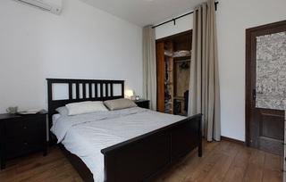 简约中式风卧室带小型衣帽间效果图