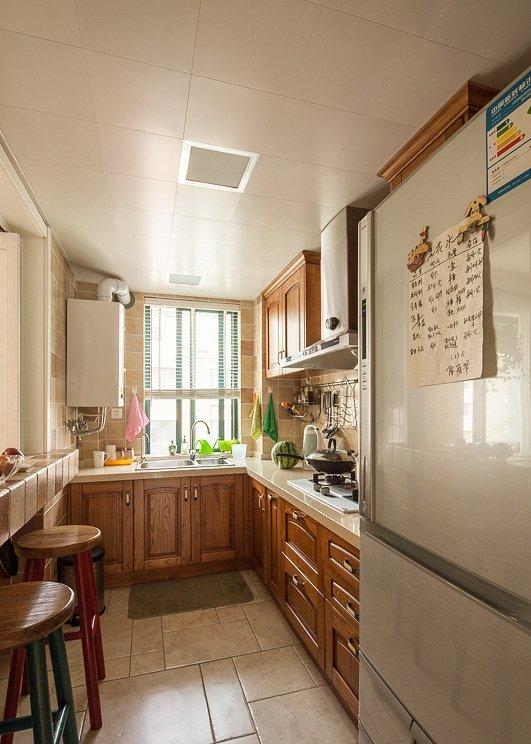 10平美式U型厨房UV烤漆板橱柜门板装饰图