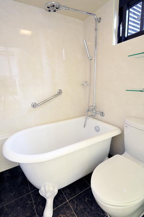 黑白现代简欧风格卫生间设计