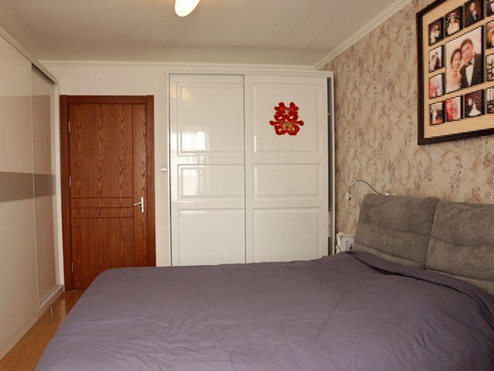 现代简约风卧室白色衣柜装修效果图