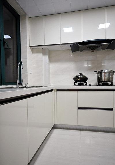 简约时尚家居L型厨房不锈钢橱柜效果图