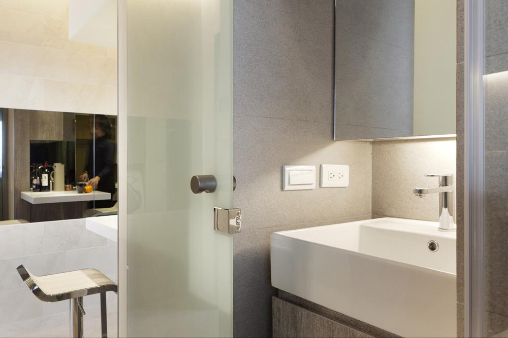现代简约酒店式公寓卫生间隔断设计