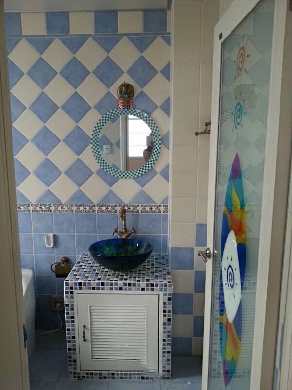 蓝白清凉地中海风格卫生间装修效果图