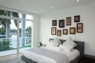 黑白简约现代装修卧室照片墙效果图