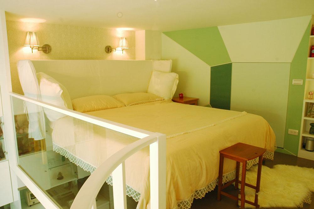 清新简约时尚小户型复式卧室背景墙设计