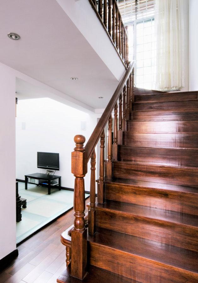 经典中式风格实木楼梯设计装修图